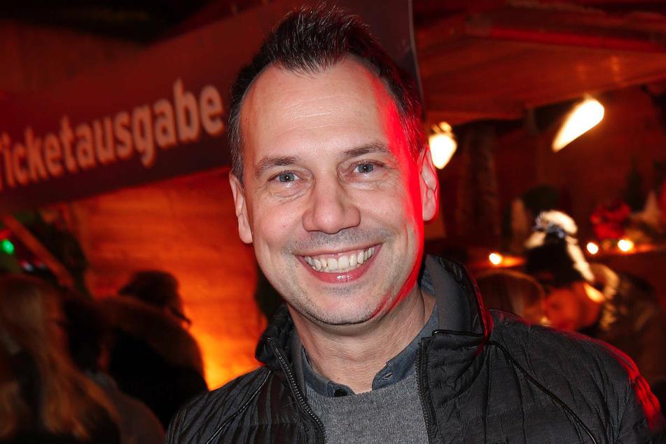 Sebastian Fitzek kommt im Dezember 2019 bei der Premiere des Roncalli-Weihnachtszirkus in Berlin. Der Autor kann beim Schreiben keine Musik hören.