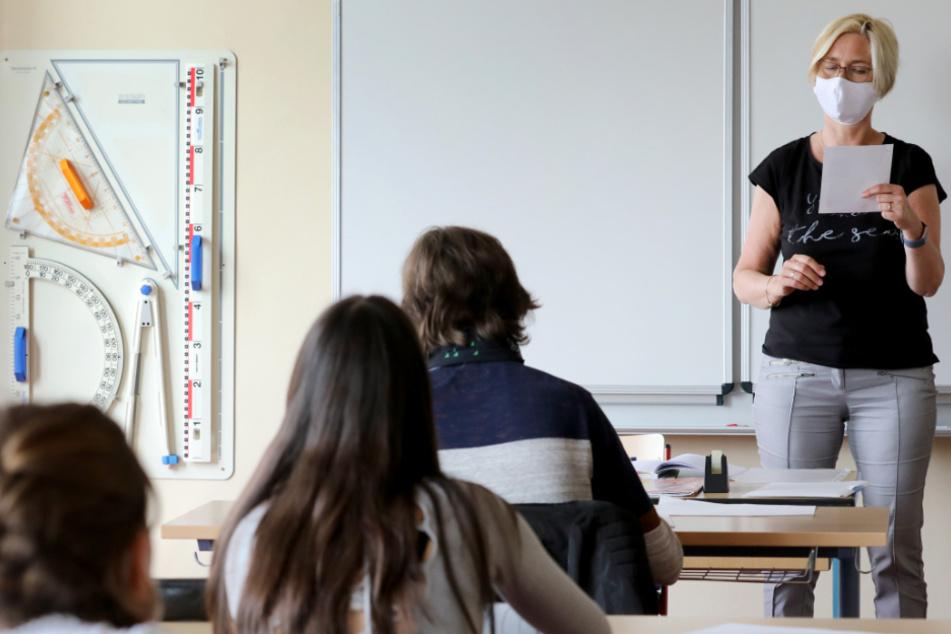 Kultusminister: Alle Schüler sollen vor den Sommerferien in die Schule zurückkehren