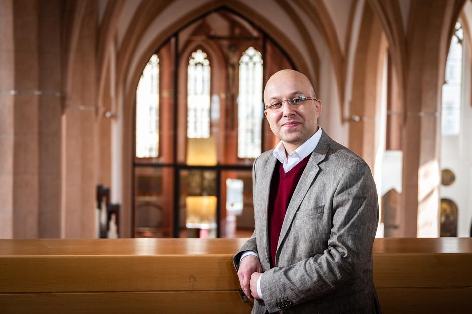 Pfarrer Stephan Tischendorf (40) in der Jakobikirche.