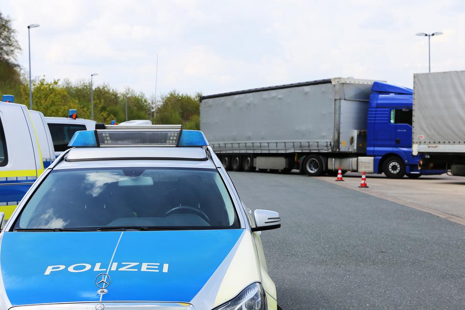 Bei einer groß angelegten Kontrollaktion nahmen Polizisten mehr als 60 Lkw auf der A30 ins Visier.