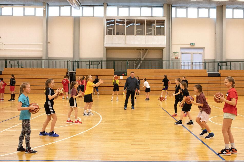 Junge Talente gesucht: Wer Spaß am Basketball hat, kann sich im Ferien-Camp der ChemCats ausprobieren.
