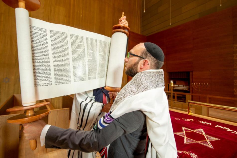 Rabbi Akiva Weingarten streamt seine Gottesdienste noch. Die jüdische Gemeinde wurde heftig von Covid-19 erwischt.