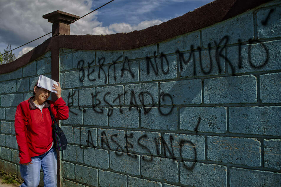 The graffiti reads BERTA DID NOT DIE, THE STATE MURDERED HER in the town of La Esperanza, hometown of slain environmental activist Berta Caceres.