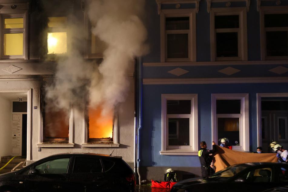 Hamburg: Feuer in Mehrfamilienhaus! Zwei Männer tot, Frau in Lebensgefahr