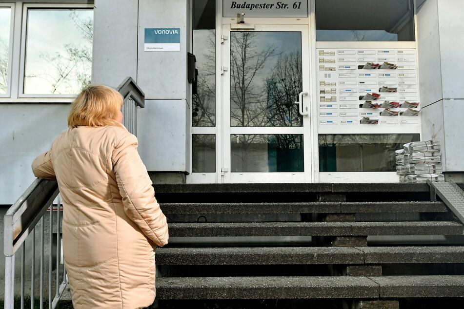 Auf der Treppe ausgerutscht! Mieterin (62) verklagt Vonovia