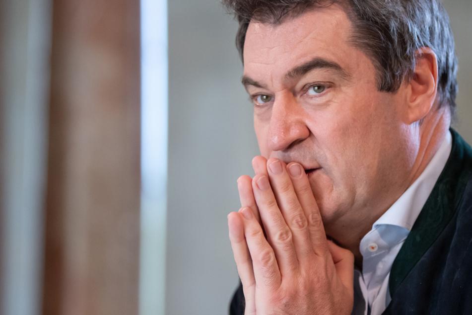 """Dr. Markus Söder (CSU) sieht die Chancen auf eine mögliche Zuschauer-Rückkehr in die Fußballstadion """"sehr skeptisch""""."""