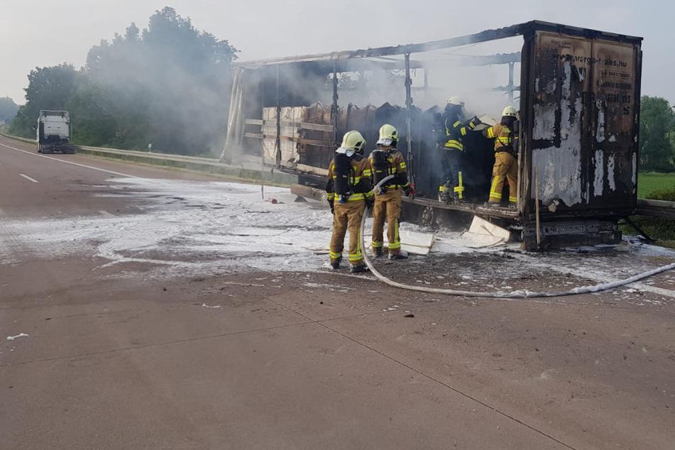 Vollsperrung! Brennender Lastwagen sorgt für Stau auf der A14