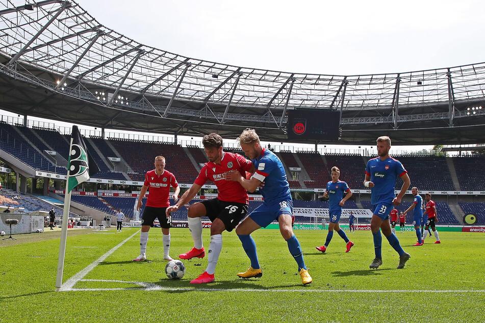 Das 96-Spiel gegen Heidenheim am vergangenen Wochenende schauten fünf Spieler zu Hause auf dem Fernseher. Danach wurde es kriminell.