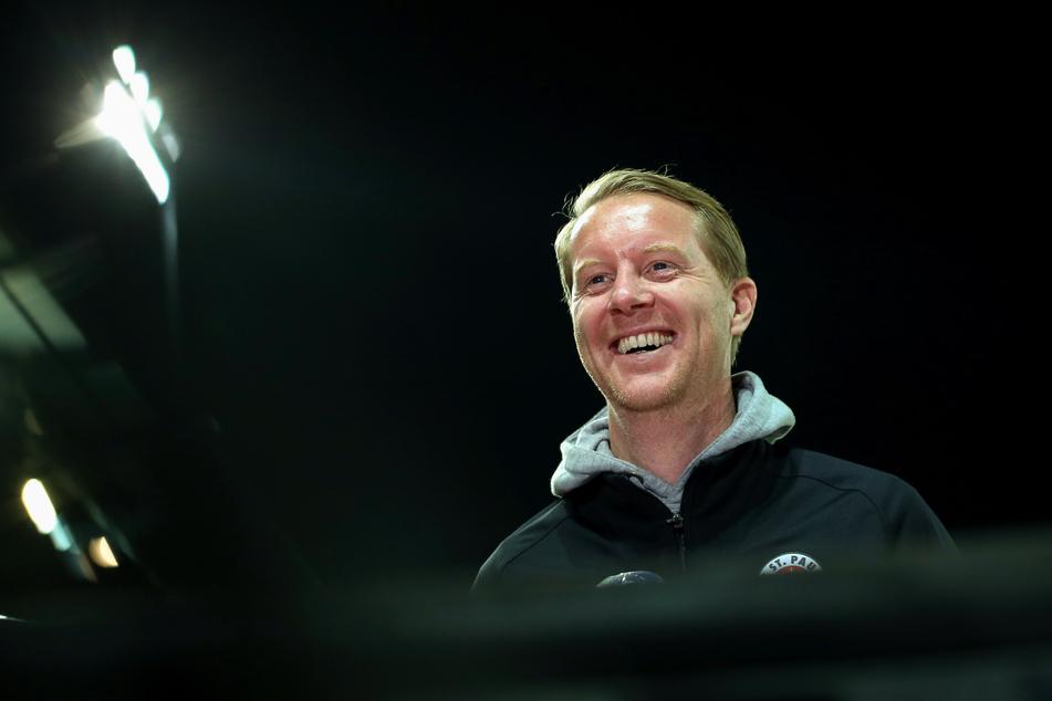 Timo Schultz (43), Trainer des FC St. Pauli, freut sich bereits auf die kommende Zweitliga-Saison.