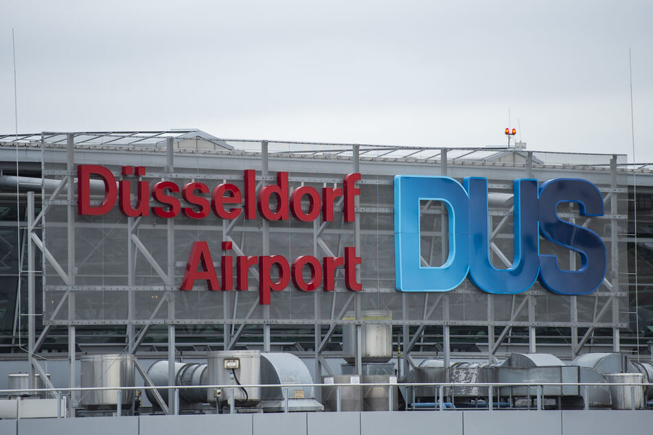 Dach undicht: Sturmschaden am Düsseldorfer Flughafen