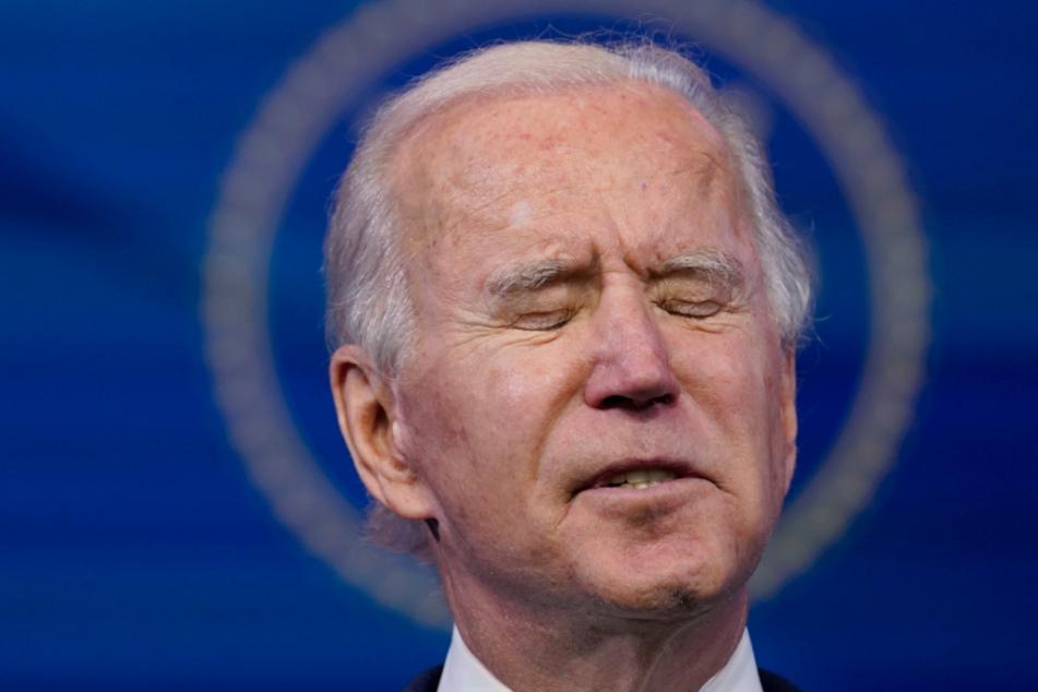 Der gewählte US-Präsident Joe Biden mit geradezu flehender Miene.