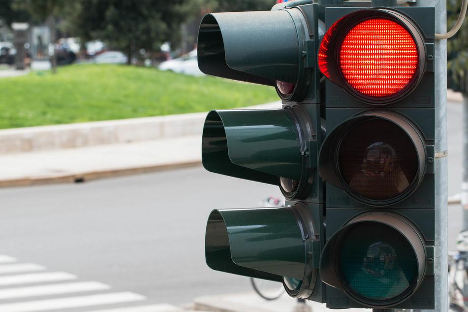 Schaltet die Ampel auf Rot, müssen auch Radfahrer anhalten.