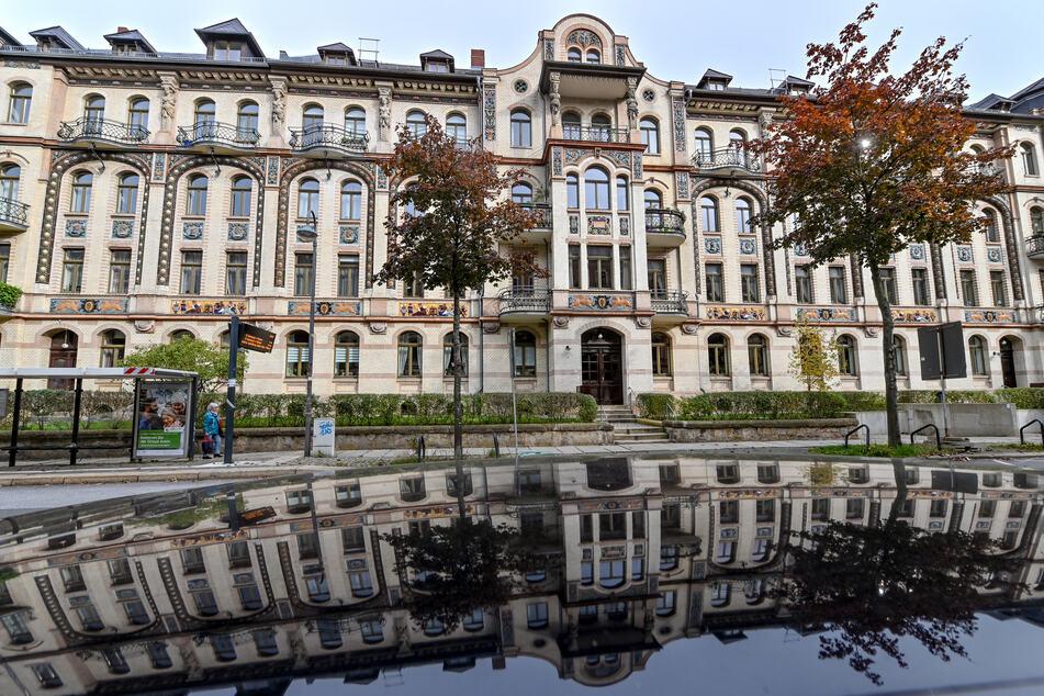 Die sogenannten Majolika-Häuser auf dem Kaßberg gehören zu den Sehenswürdigkeiten in einem der größten Gründerzeit- und Jugendstilviertel Deutschlands.