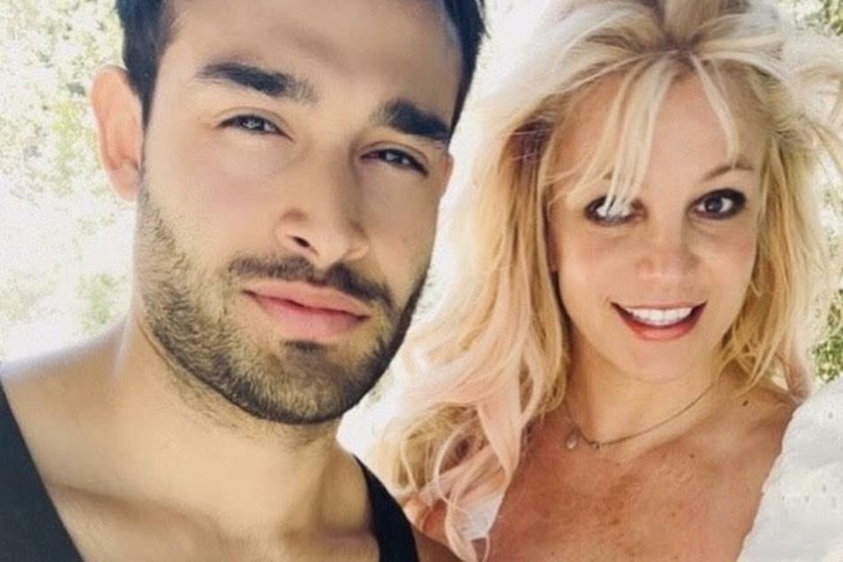 "Britney Spears shouts out her ""cute a**hole"" boyfriend with fans still giving side-eye"