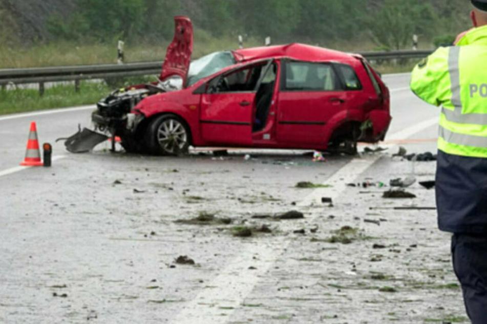 Mehrere Verletzte bei schwerem Unfall auf B174