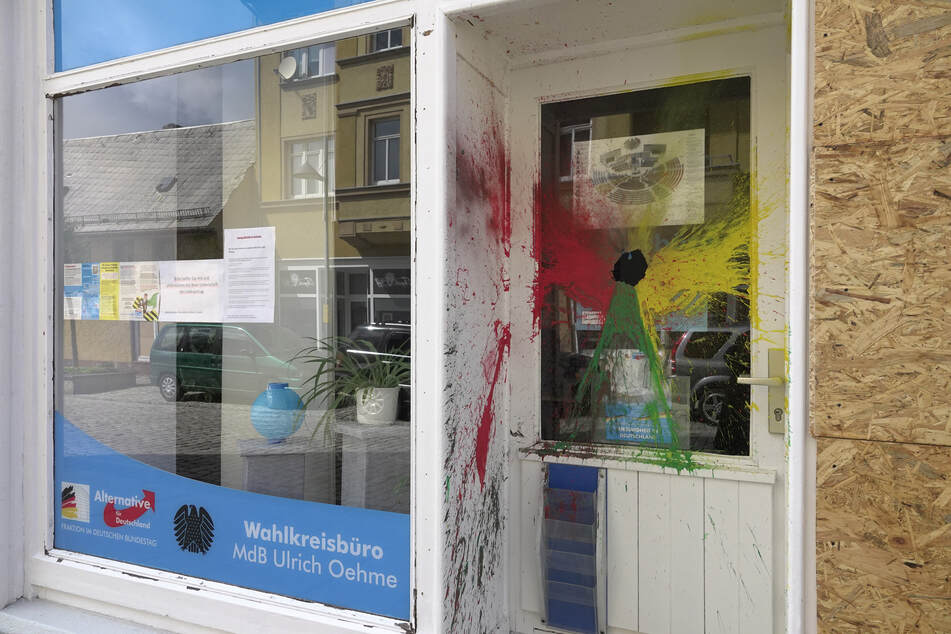 Farb-Attacke! Erneuter Angriff auf AfD-Büro