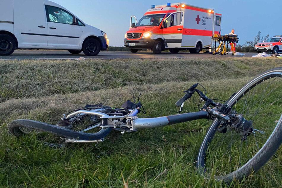 Ein 87 Jahre alter Elektrofahrradfahrer ist im Landkreis Roth in Bayern mit einem Auto kollidiert. Er verstarb nach dem Unfall.