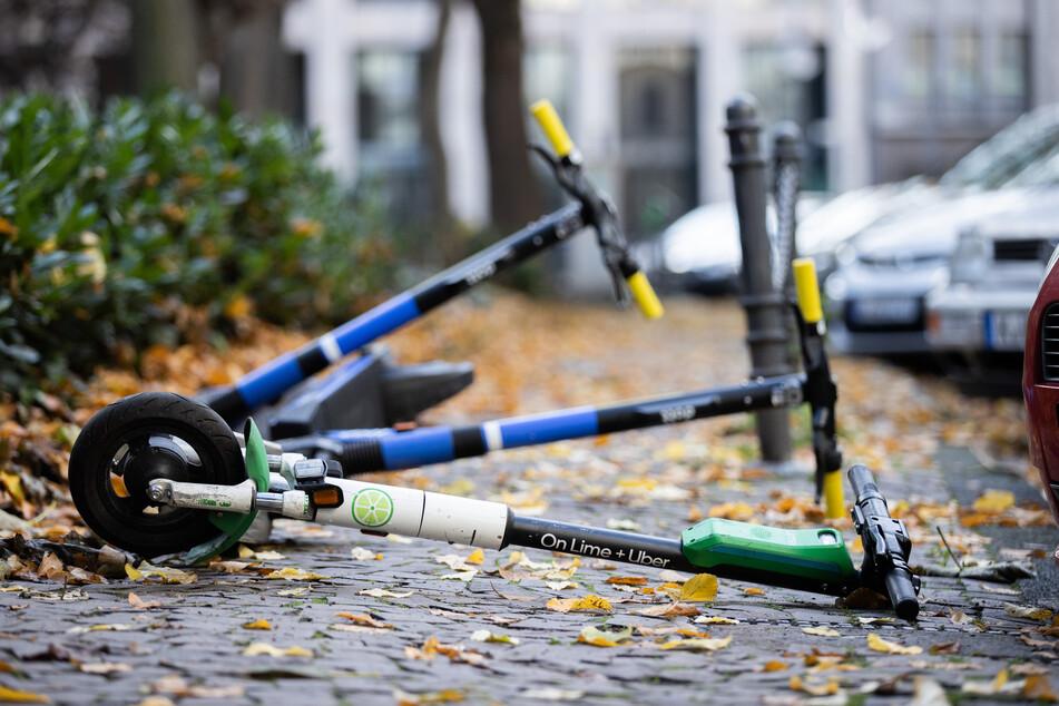 In NRW sind in den ersten vier Monaten dieses Jahres bei insgesamt 168 E-Scooter-Unfällen 162 Mal Menschen verletzt worden.