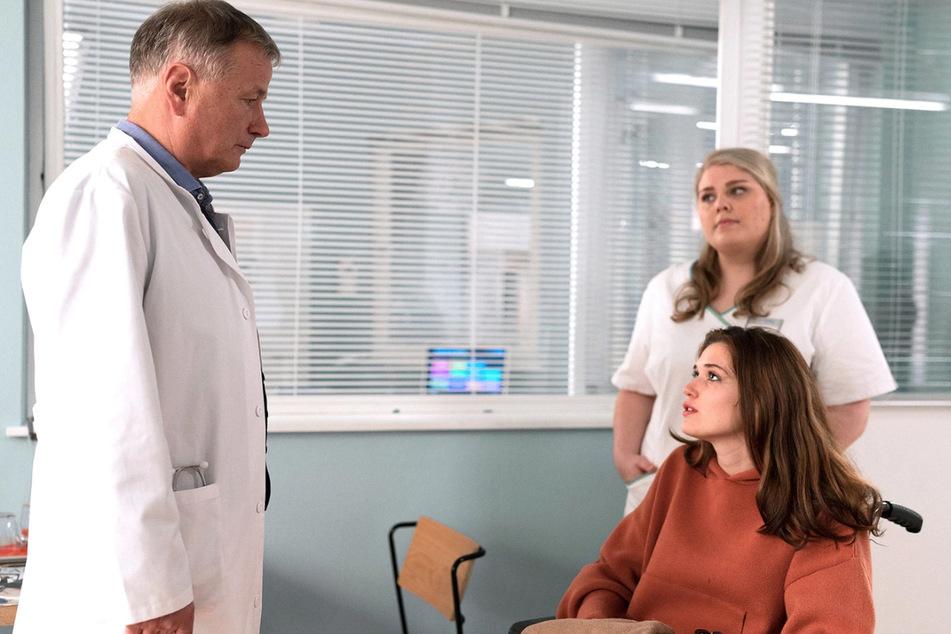 Jenny Thiemann möchte als Schauspielerin groß durchstarten. Dr. Roland Heilmann macht ihr klar, dass das so schnell erst einmal nichts wird.