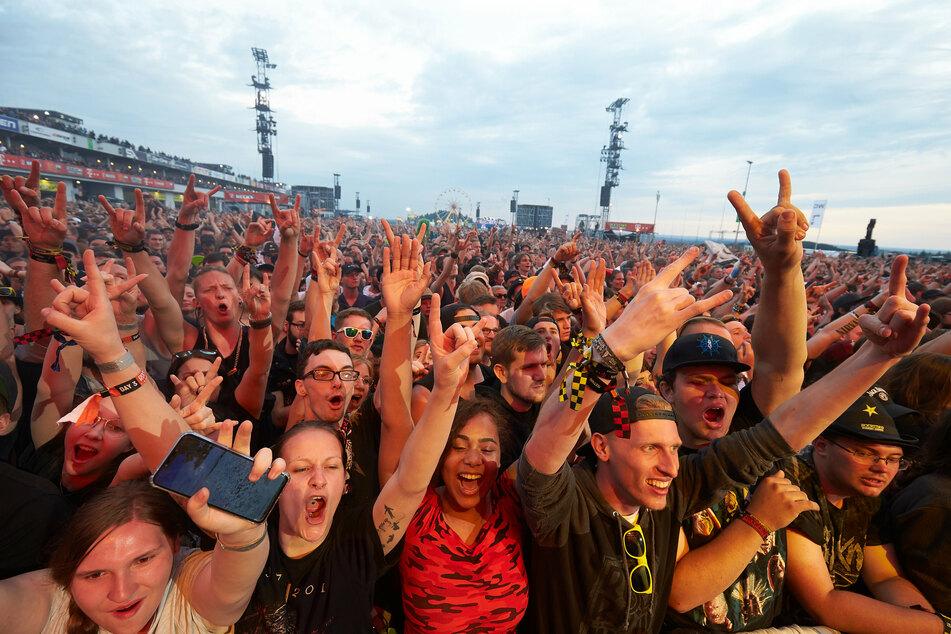 Vor allem Großveranstaltungen wie Festivals müssten weiter unterbunden werden, da eine Masseninfektion droht (Archivbild).