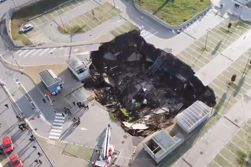 The chasm opened in the middle of a parking lot at a Ponticelli hospital.