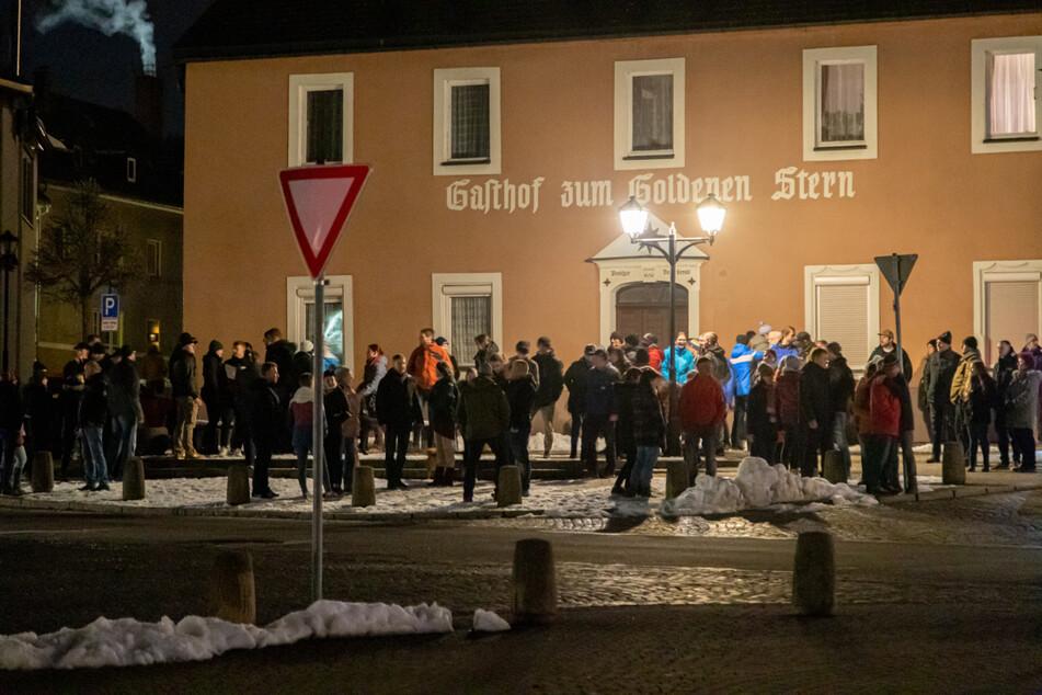 Demos gegen die Schul-Schließungen wie hier in Zwönitz stehen im Erzgebirge diese Woche quasi auf der Tagesordnung.