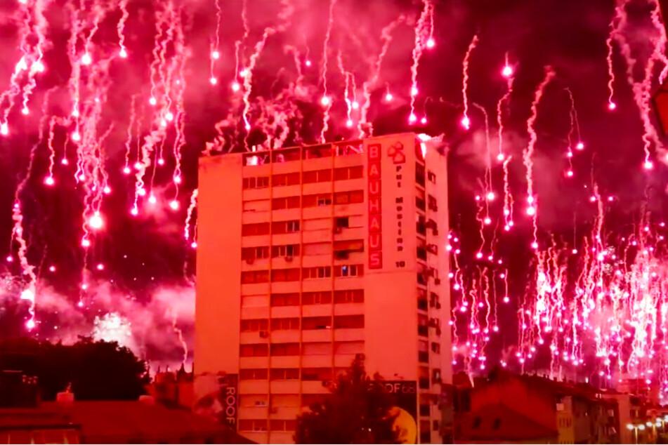 """""""Himmel brannte"""" lichterloh nach Mega-Pyroshow! Älteste Ultra-Gruppierung Europas feiert 70."""