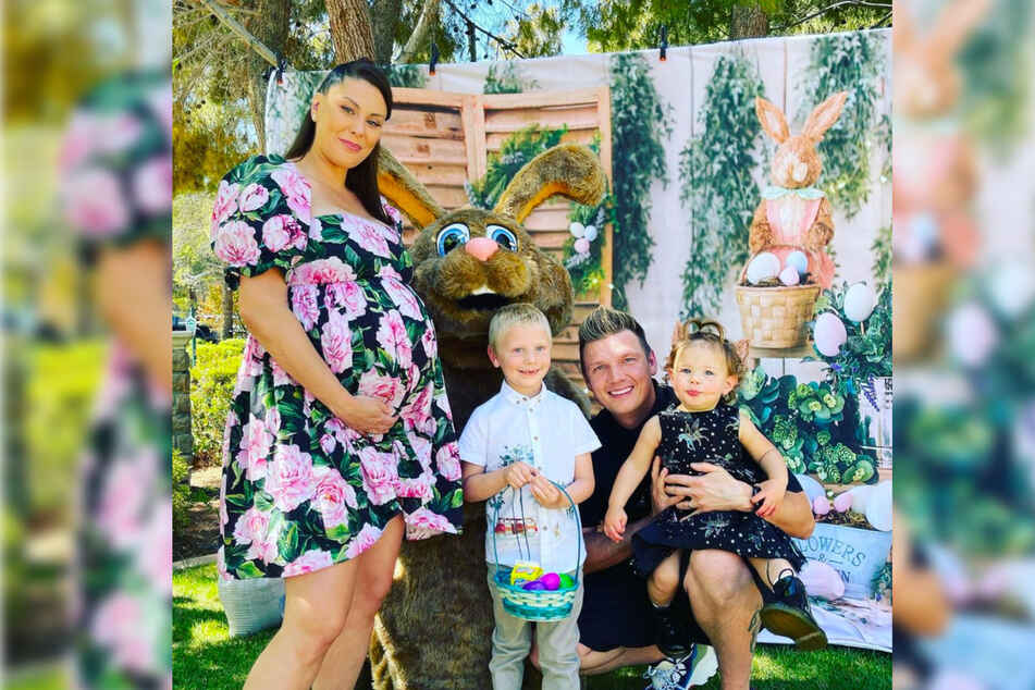 Anfang April postete Nick noch freudestrahlend ein Familienfoto. Frau Lauren ist mit einer großen Baby-Kugel zu sehen.