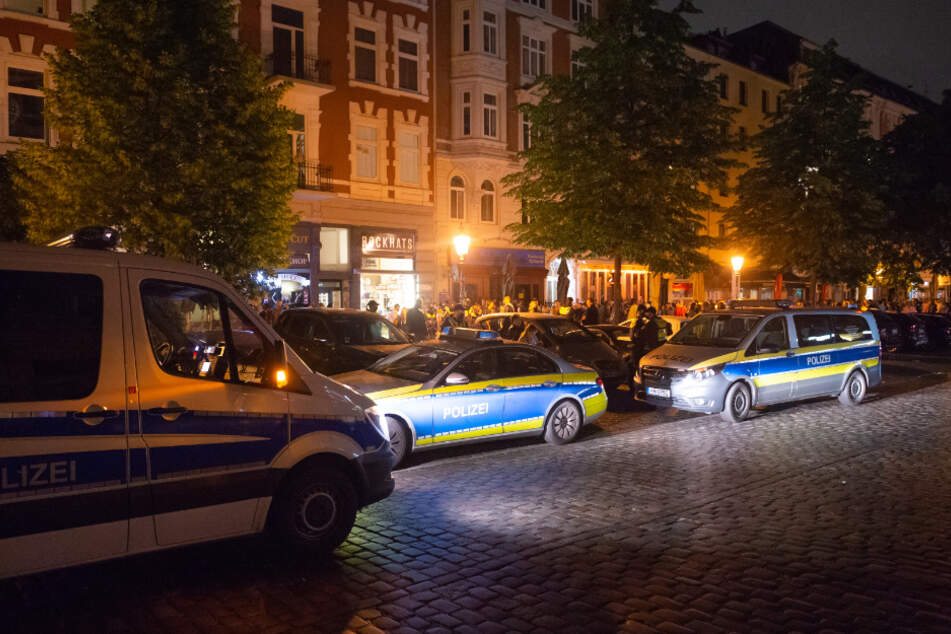 Hunderte feiern trotz Corona: Polizei muss Schanze räumen