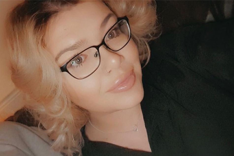 Katie Claydon (22) bekam die Diagnose Brustkrebs.