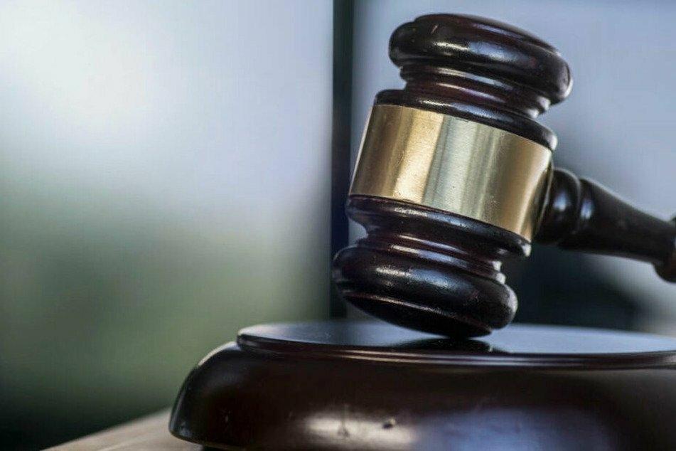 Ein Gericht verurteilte den Großvater zu einer Bewährungsstrafe von drei Jahren. (Symbolbild)