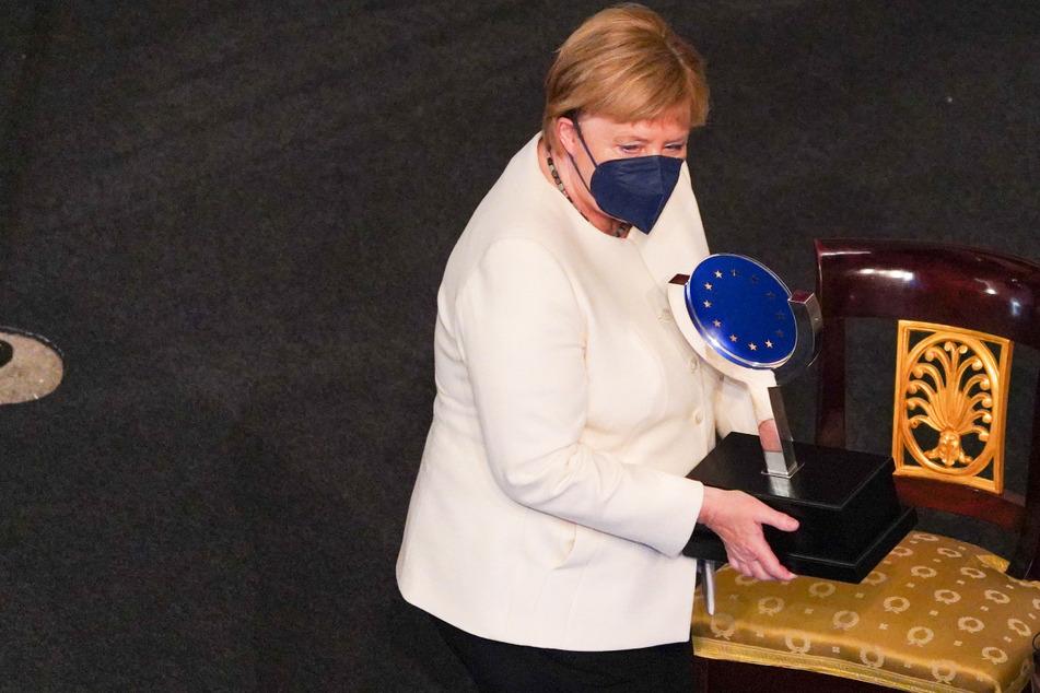 Große Ehre: Merkel mit Europapreis geehrt!