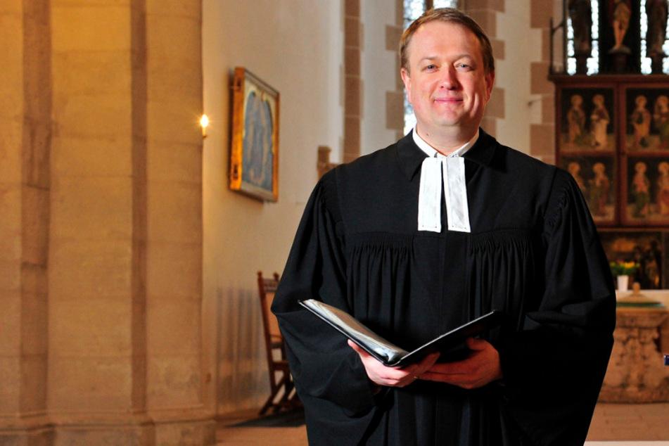 Pfarrer predigt in leerer Schlosskirche und Tausende Sachsen schauen zu