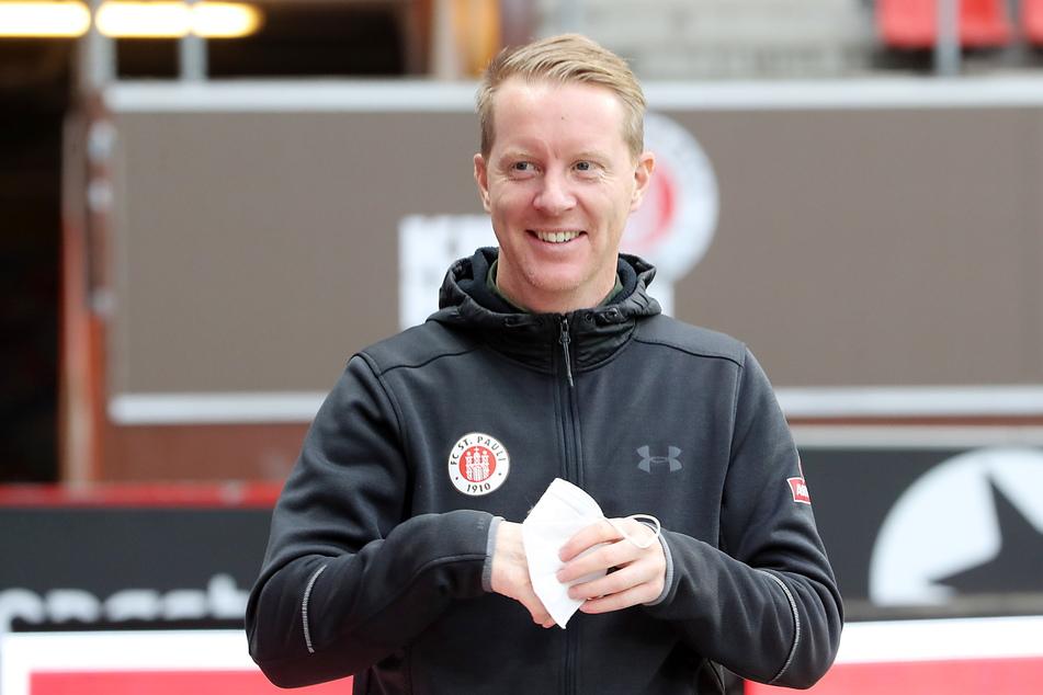 St. Pauli-Coach Timo Schultz (43) freute sich über den Sieg seiner Jungs.