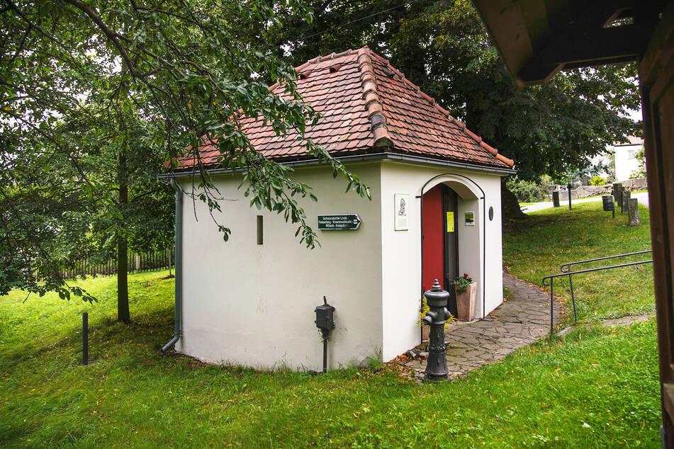 """Im Lindenmuseum """"Clara Schumann"""" in Schmorsdorf finden nur drei Besucher Platz."""