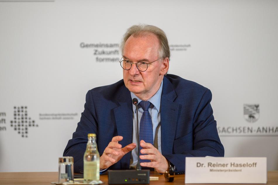 Haseloff hatte bereits bei einer Pressekonferenz am Dienstag angekündigt, sich bei den nächsten Bund-Länder-Beratungen für weitere Lockerungen einzusetzen.