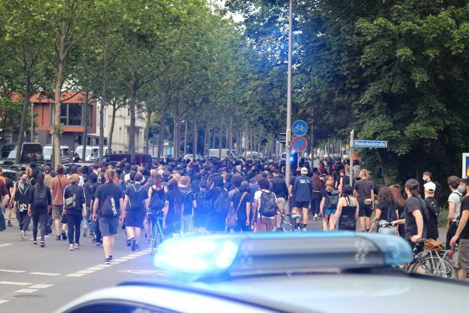 Die Polizei behielt ein Auge auf die Demonstration.