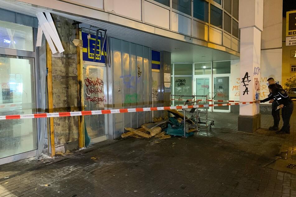 An die Fassade wurden Parolen gesprüht.