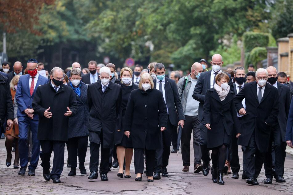 """""""Liebe ist stärker als der Hass"""": Halle gedenkt der Terror-Opfer"""