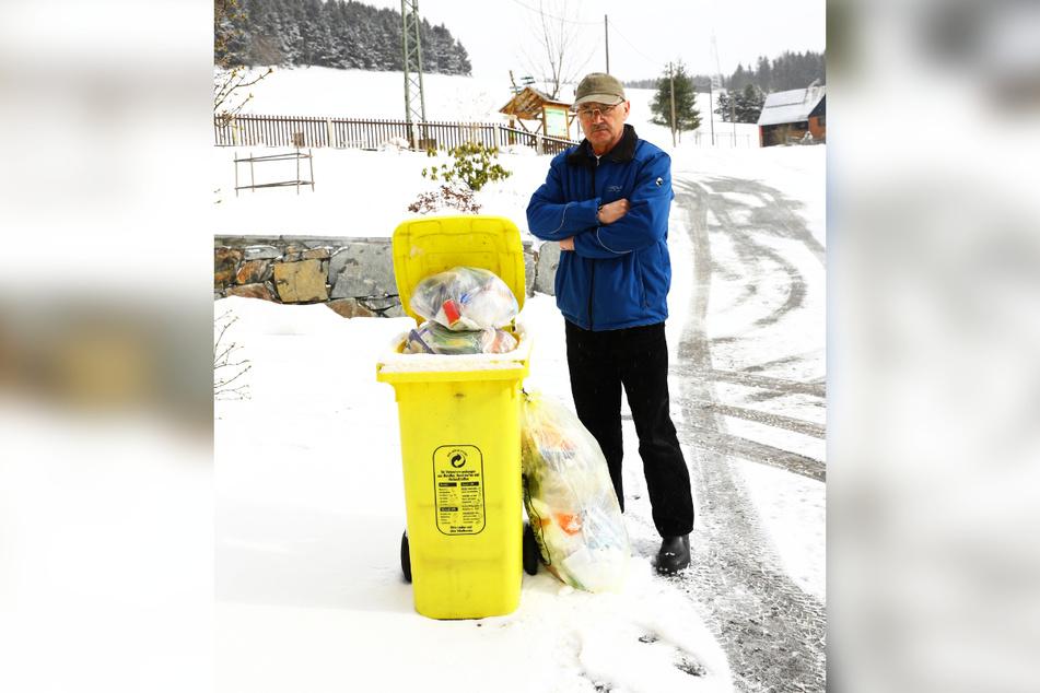 Die gelbe Tonne von Rentner Eckhard Michael (67) wurde wochenlang nicht geleert.
