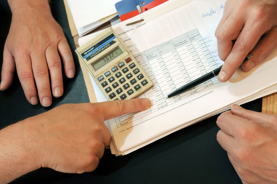 Schuldner können sich bei der Verbraucherzentrale beraten lassen. (Symbolbild)
