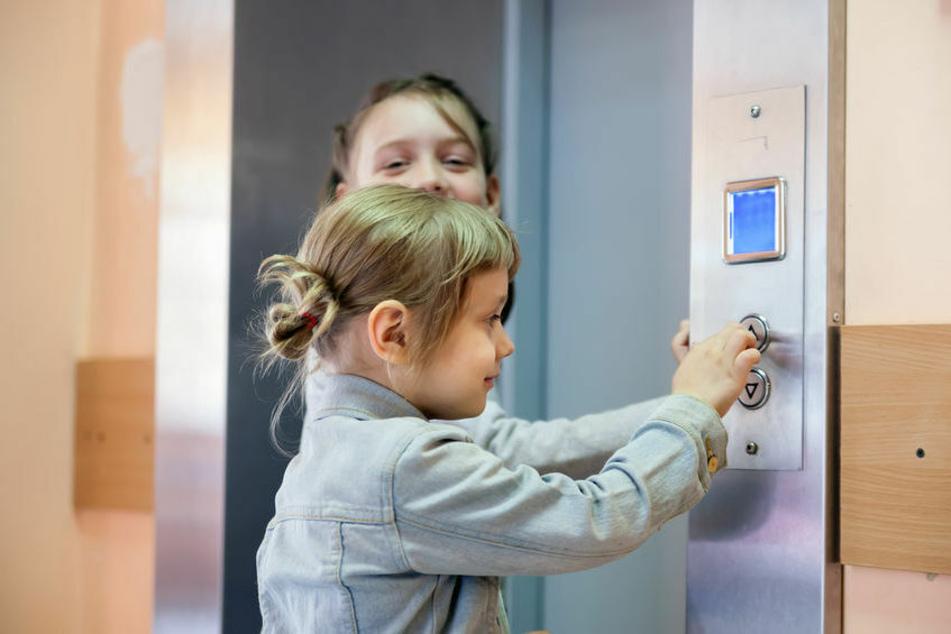 Nach oben oder unten? Kinderleicht zu bedienen sind Aufzüge nicht gerade, wenn es um die Pfeilproblematik geht (Symbolbild).