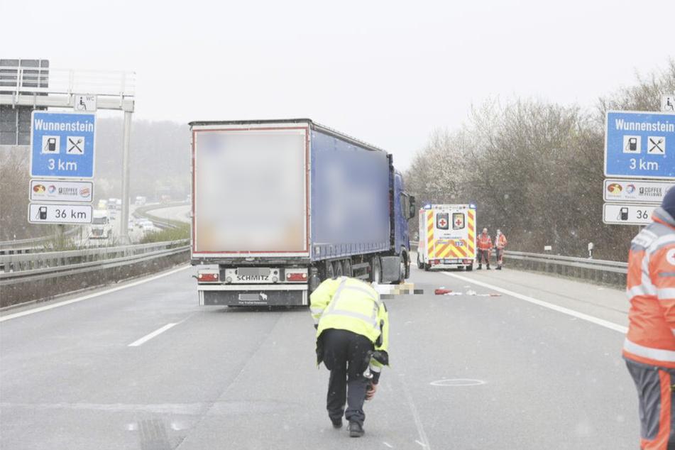 Unfall A81: Mann wird auf A81 von Lkw erfasst und tödlich verletzt