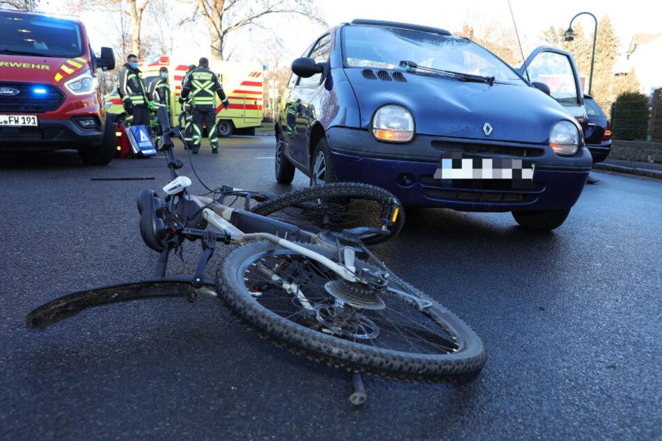 Der Fahrradfahrer wurde durch den Crash schwer verletzt.