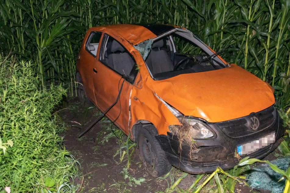 Auto schleudert in Maisfeld: Fahrer (†20) stirbt an Unfallstelle