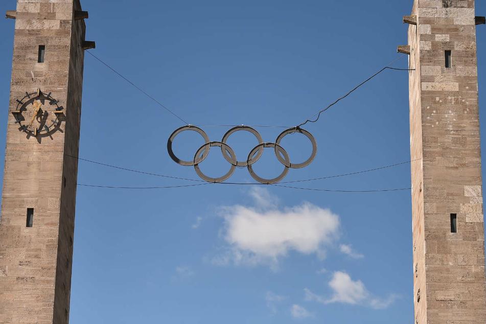 Die Olympischen Ringe vor dem Olympiastadion in Berlin. Zwei deutsche Sportfunktionäre schlagen vor, dass sich Berlin und Tel Aviv gemeinsam für Olympia 2036 bewerben sollten, um 100 Jahre nach der Nazi-Olympiade ein Zeichen für Frieden und Versöhnung zu setzen.