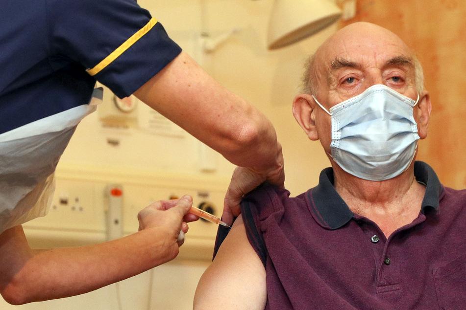 Erster Brite mit Astrazeneca-Vakzin gegen Corona geimpft