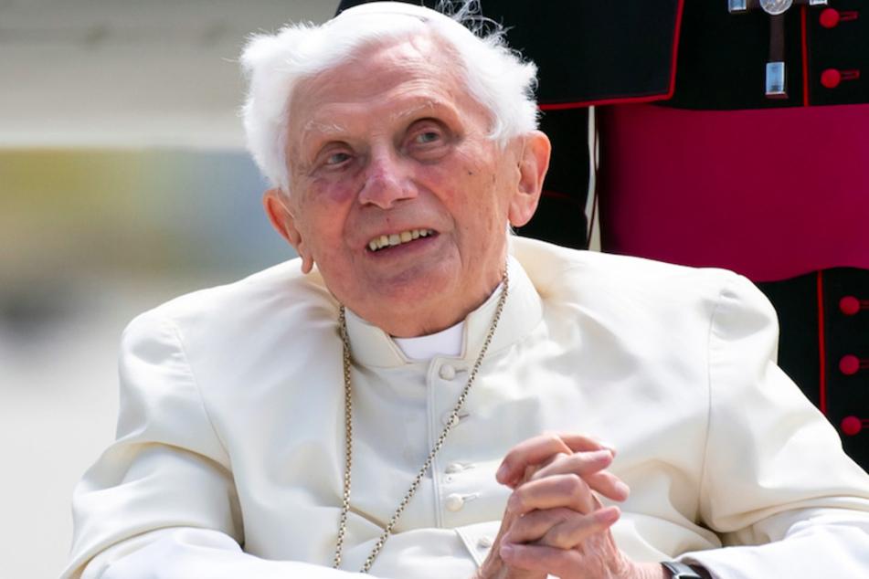 Der emeritierte Papst Benedikt XVI. (94) kritisiert die Einstellung von Kirchensprechern.