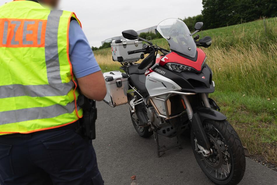 Unfall A72: Biker stürzt auf A72 und verletzt sich schwer