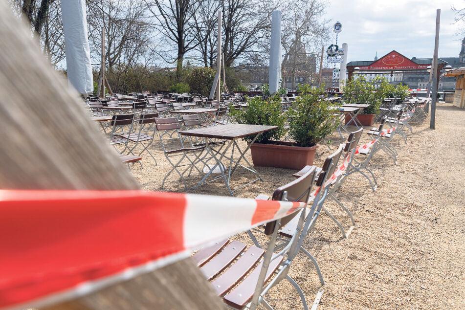 Abgesperrter Biergarten in Dresden. Die derzeitigen Eingriffe in die Grundrechte sind massiv.